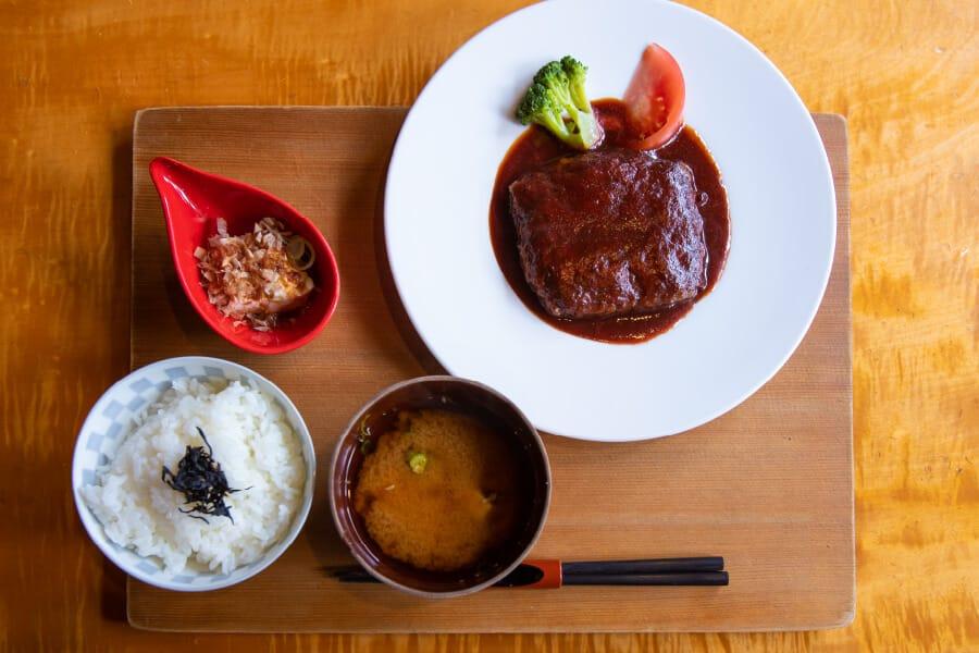 松阪牛のデミグラスハンバーグ定食